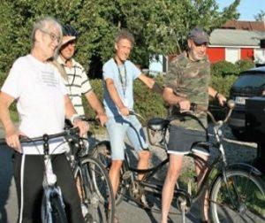 Paa-cykel-ud-i-det-blaa-400×280